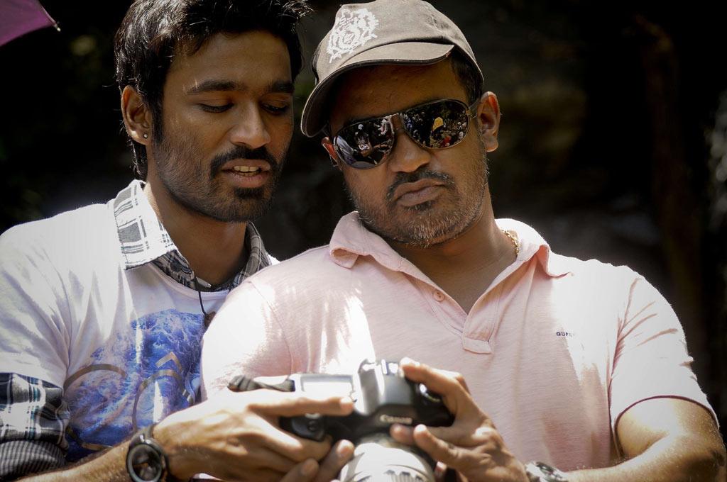 Mayakkam Enna Working Stills