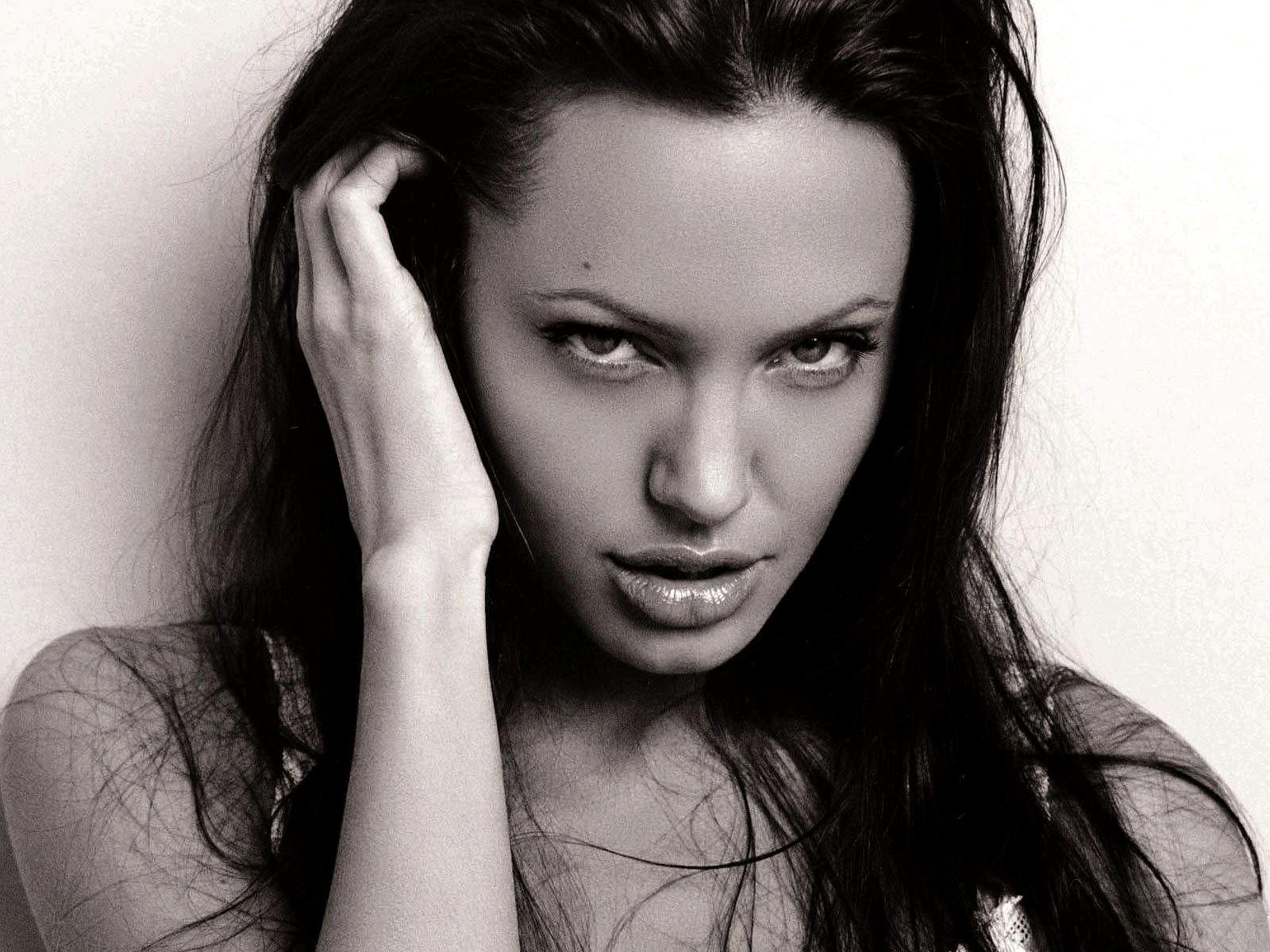 Angelina jolie wallpaper gallery