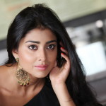 Shriya Saran - behind screens (11)